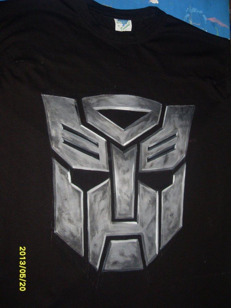 logo_de_autobots_pintado_en_una_camiseta_57622.jpg