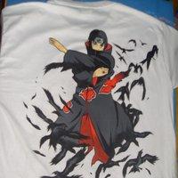 Camiseta pintada a mano Itachi Uchiha 1