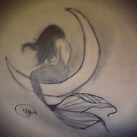 sirena en la luna