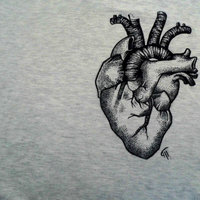 Dibujo de corazón en camiseta