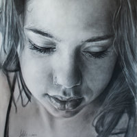 Retrato a grafito sobre lienzo