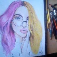 Dibujo de Mujer cabello de doble color