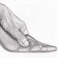 mano con zapato