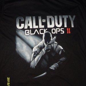 Call of Duty pintada en camiseta