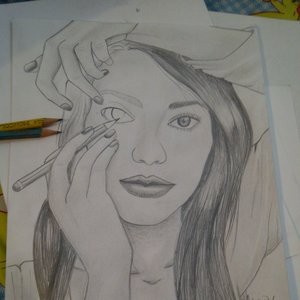 mujer_dibujandose_66289.jpg