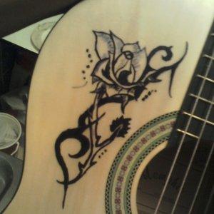 rosa_en_mi_guitarra_49751.jpg