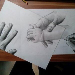 primer_reflejo_de_un_bebe_manos_que_dibujan_otras_manos_85855.jpg