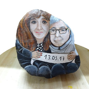 retrato pintado en piedra