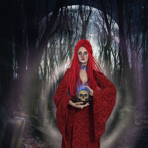 The_lady_and_the_skull_463908.jpg